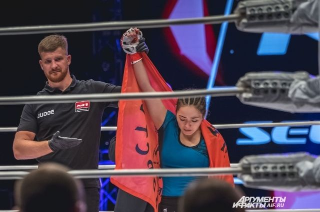 Пристав из Оренбурга выиграла женский бой турнира М-1 Challenge 104