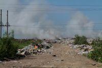 При горении мусора выделяется хлористый водород, цианистый водород, фтористый водород, все виды тяжёлых металлов и диоксинов.