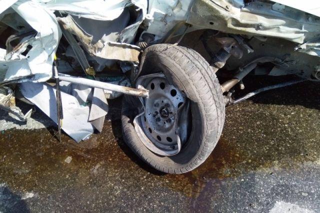 Автомобиль Datsun врезался в газовое ограждение на улице Калинина
