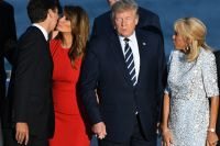 «Стоит отвернуться, как тут такое начинается...». Джастин Трюдо, Мелания Трамп, Дональд Трамп и Бриджит Макрон.