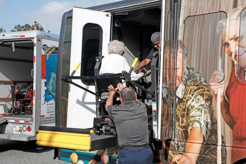 Эвакуация граждан из города Киссимми во Флориде.