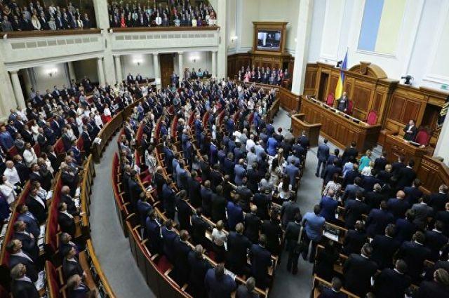 Рада направила в Конституционный Суд проект о сокращении числа депутатов