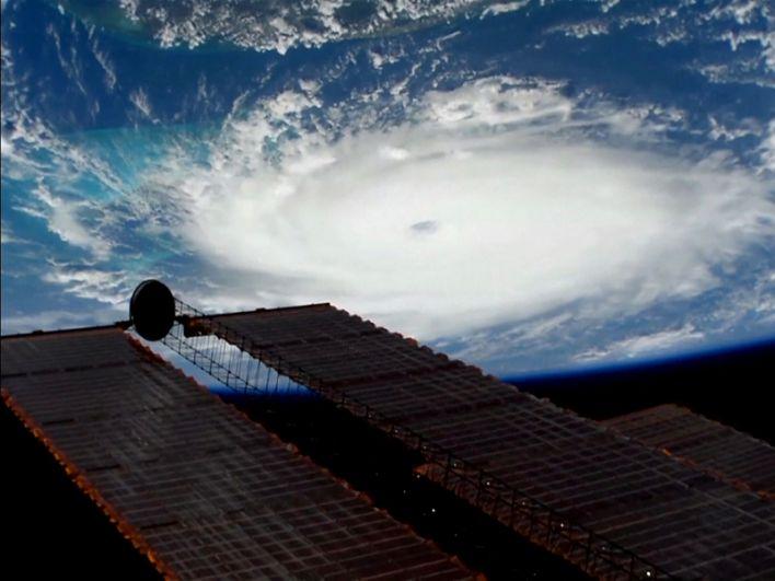 Вид на ураган «Дориан» с борта МКС.