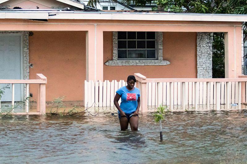 Затопленные улицы Нассау после того, как ураган «Дориан» достиг Багамских Островов.