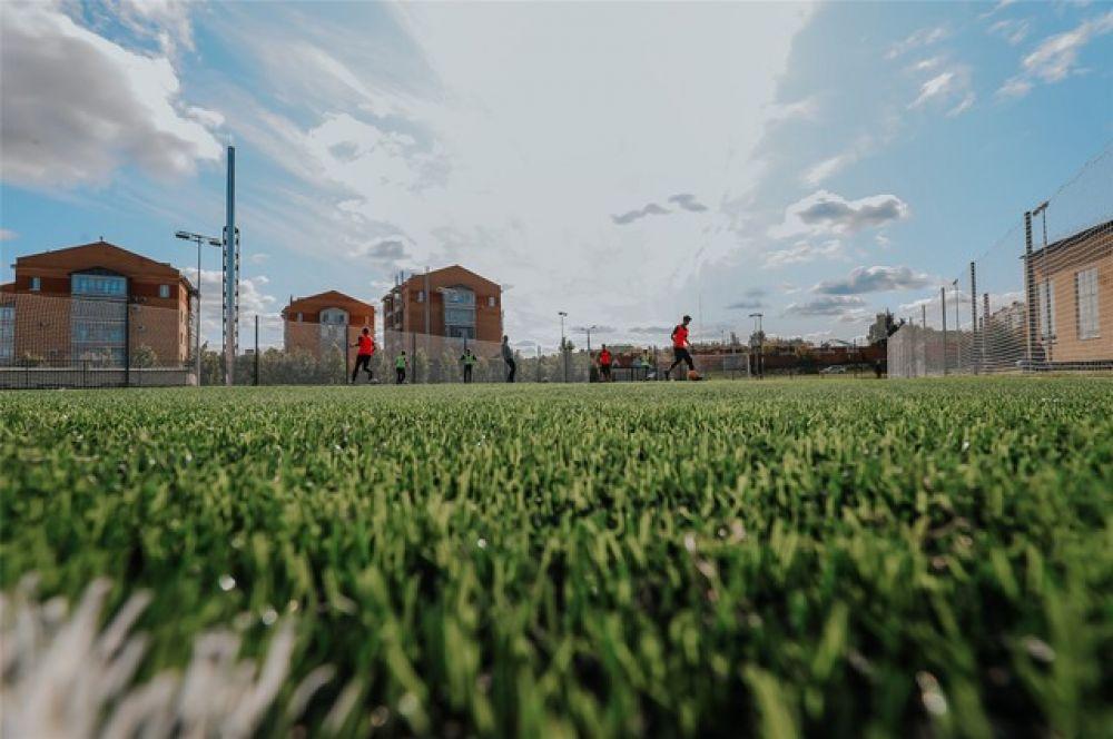 ...и футбольное поле