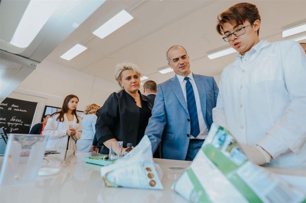 Лаборатории для углубленного изучения биологии, физики, химии позволят заинтересовать детей к получению знаний