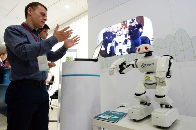 Программируемый робот для образовательных целей и исследований на стенде «Сколково» на V Восточном экономическом форуме во Владивостоке.