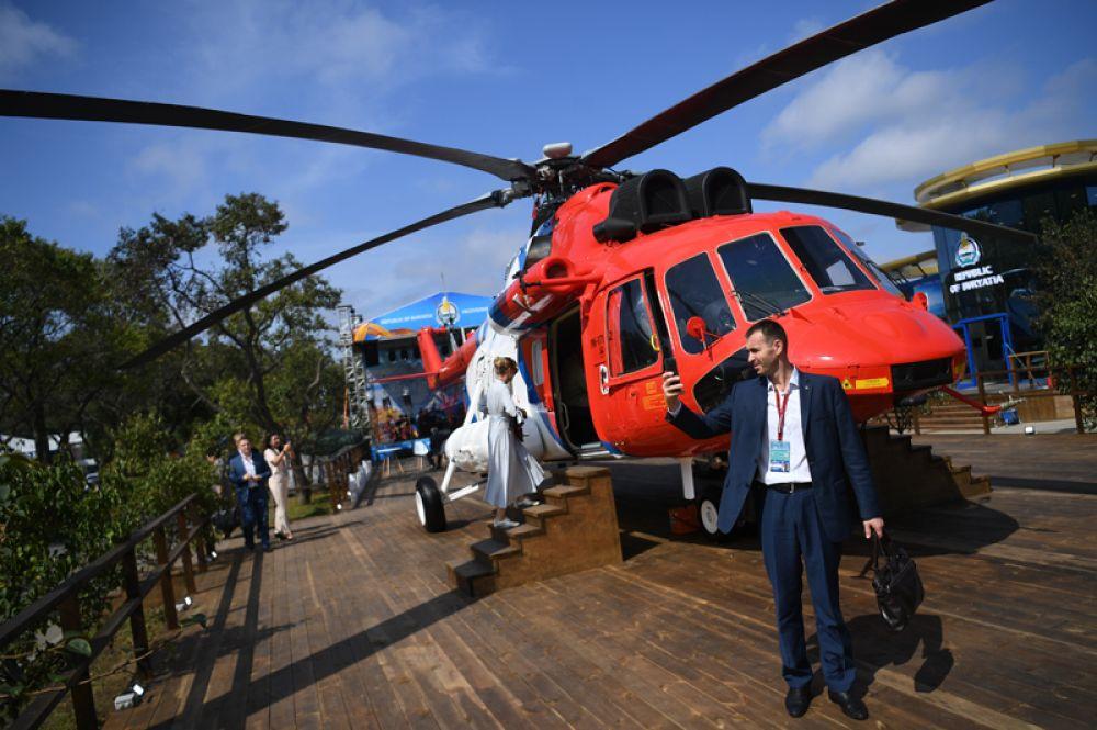 Вертолет Ми-171А2, изготовленный для индийской компании Vectra Group и представленный компанией «Вертолеты России»на V Восточном экономическом форуме во Владивостоке.