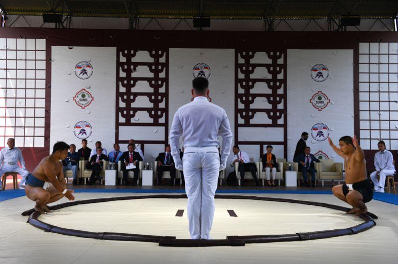 Матчевая встреча бойцов сумо России и Японии в рамках V Восточного экономического форума во Владивостоке.