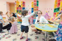 Стоимость в частном и муниципальном садике для родителей одинаковая.