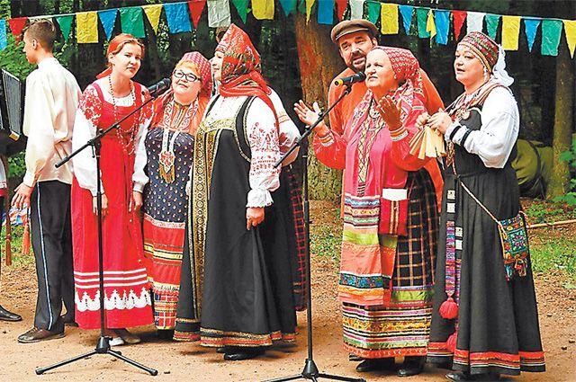 В творческих коллективах Территориальной клубной системы Ново-Переделкина каждый может найти себе занятие подуше– хоровое пение, танцы, театр.