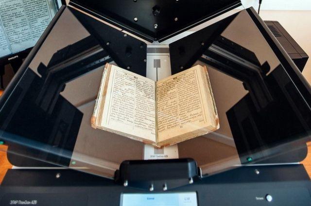 В Оренбург для оцифровки редких книг привезут планетарный сканер стоимостью 1 млн рублей.