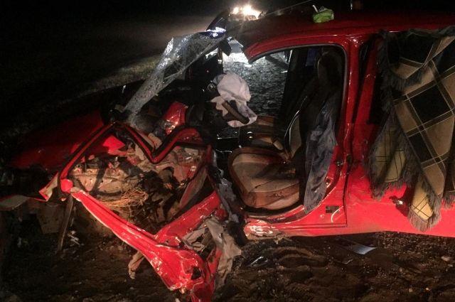 В страшной аварии на омской трассе пострадала водитель Hyundai Getz