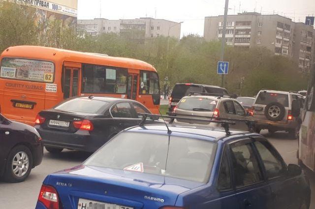 В Тюмени водители жалуются на пробки по улице Профсоюзной