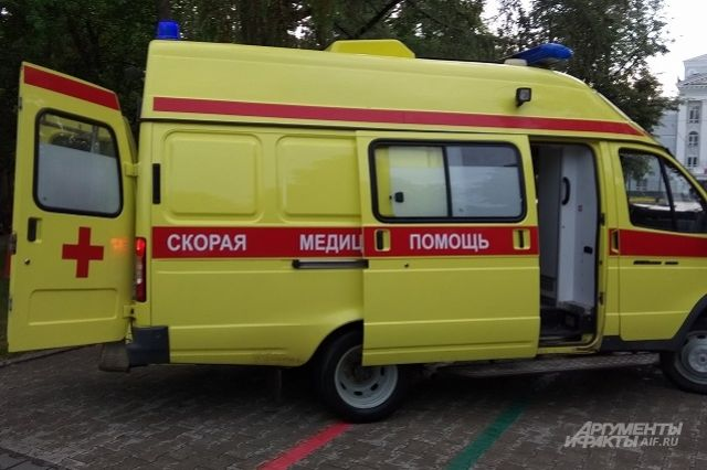 На месте ДТП работали сотрудники МЧС и скорой помощи.