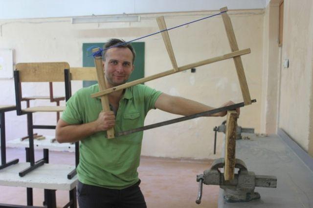 Дмитрий Вазовиков, цитируя писателя Сола Беллоу, часто повторяет: каждый должен виртуозно играть на том инструменте, который ему достался.