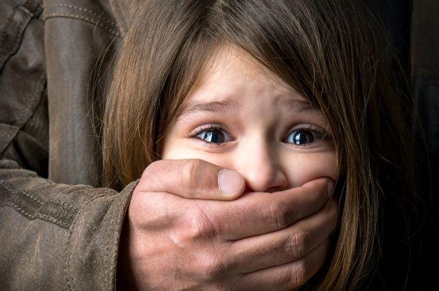 Под Киевом парень изнасиловал школьницу