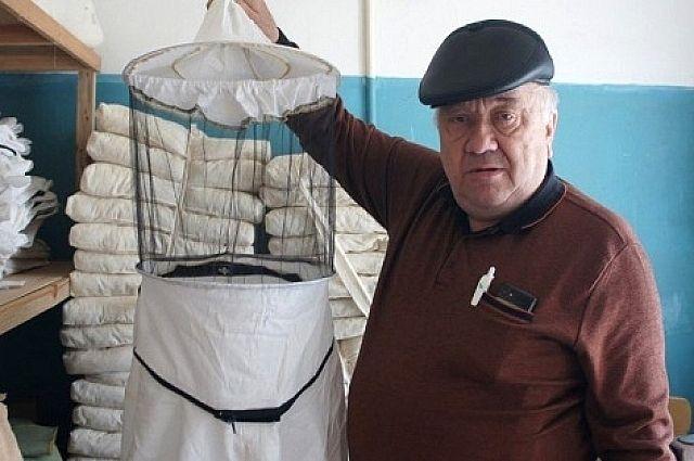 Александр Павлович Железняков серьёзно занимается пчеловодством с 20 лет.