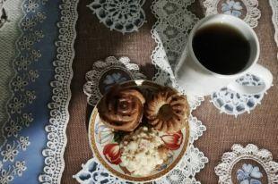 Кексы с яблоками - замечательное дополнение к дружескому чаепитию!