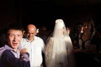 Осетинская свадьба: невесту вводят в дом жениха.