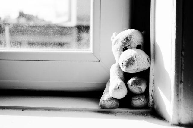 В Ижевске пятилетний мальчик просил помощи, стоя в проеме окна на 5 этаже