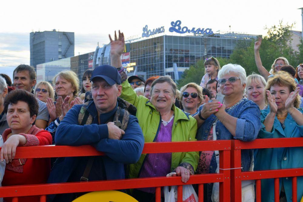 Исполнители предложили северян спеть в «Народное караоке».
