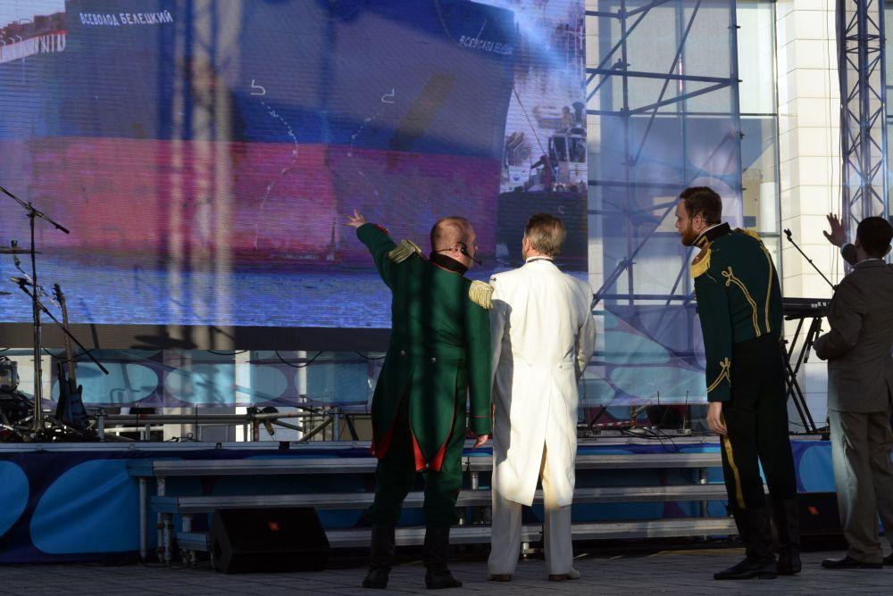 Актёры областного драматического театра рассказали, как Николай II принимал решение о строительстве порта.