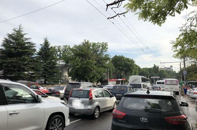 Тюменцы предупреждают водителей о пробке длиной более 5,5 км