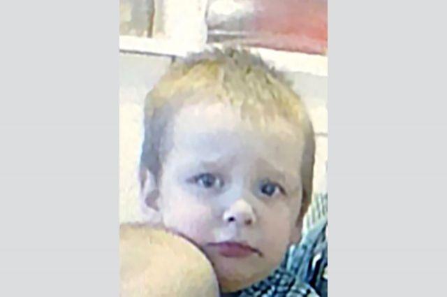 Мальчика разыскивают уже больше 300 человек.