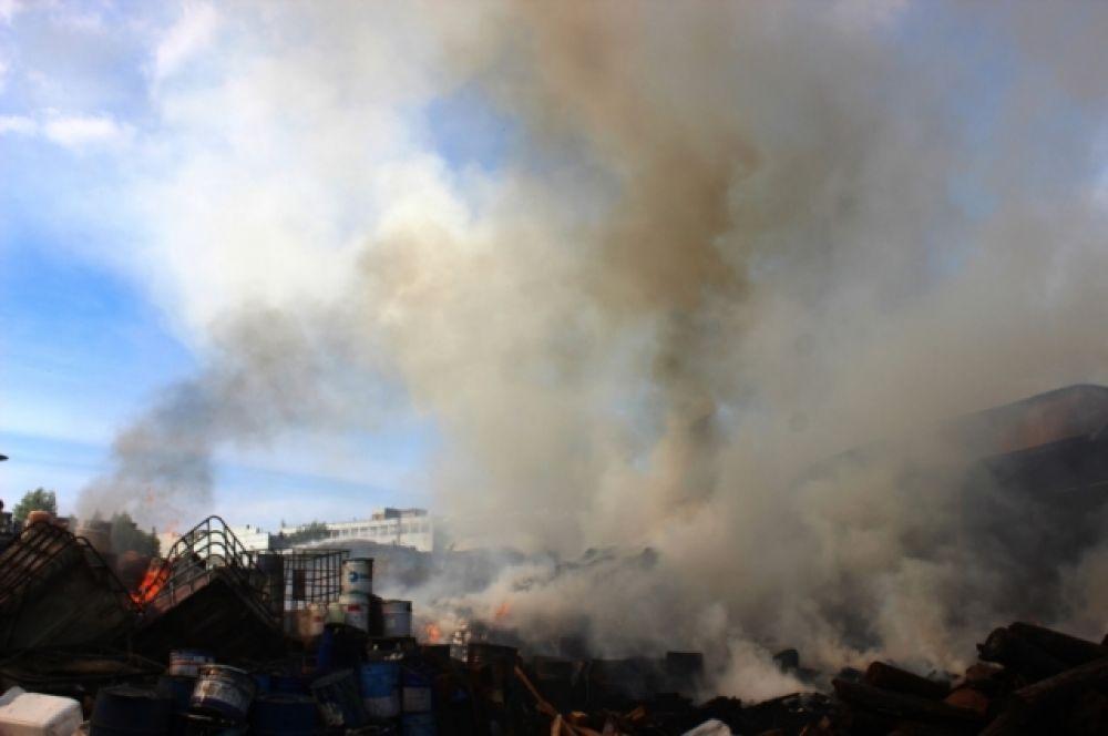 Облако дыма, повисшее над городом, встревожило горожан