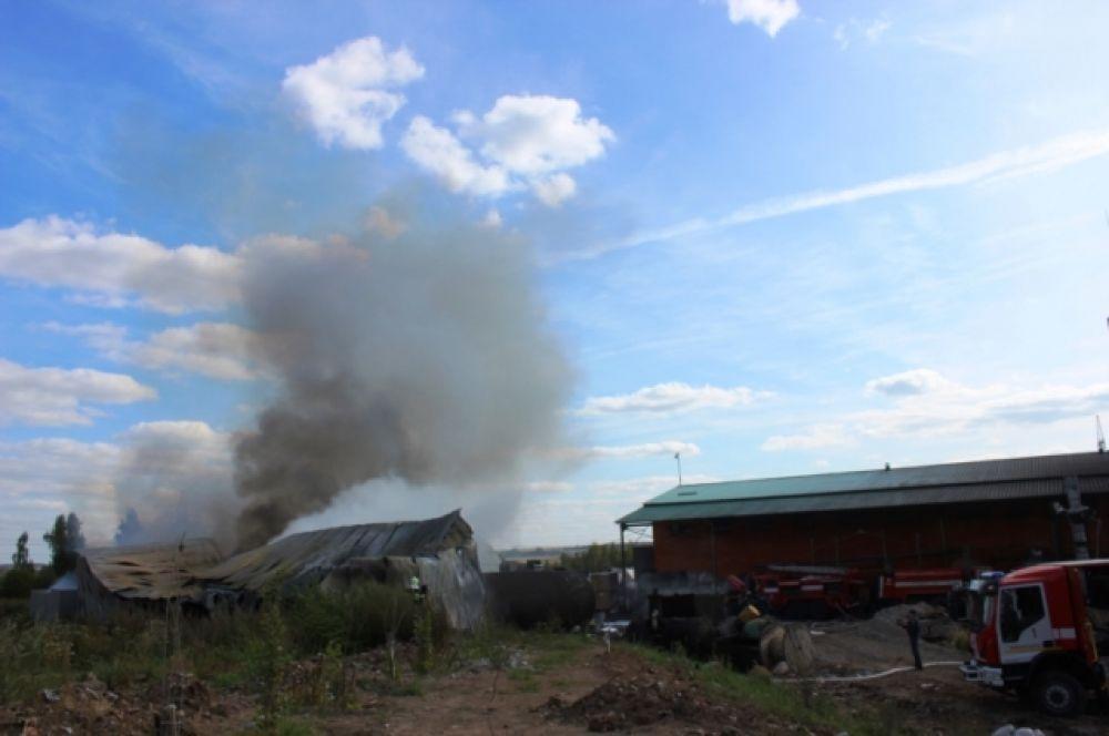 Открытое горение на базе по утилизации опасных отходов ликвидировали в 13:00