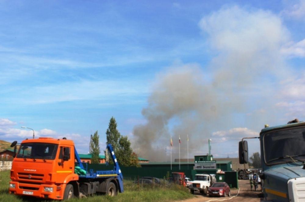 Сообщение о возгорании на предприятии поступило спасателям 5 сентября в 11:41