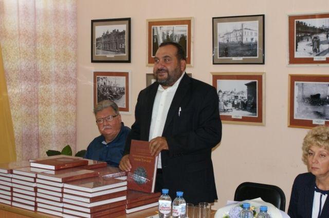 Сергей Татауров на презентации книги.