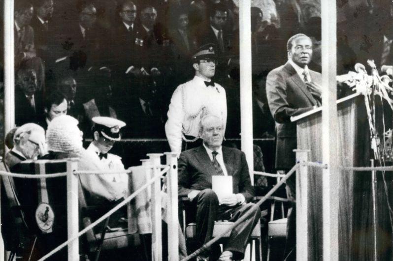 Мугабе выступает на церемонии принятия независимости Зимбабве, 1980 год.