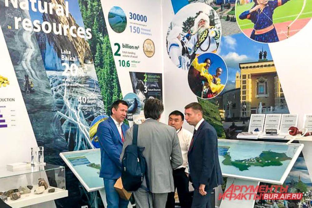 Например, в павильоне республики можно было увидеть интерактивные зоны, отображающие туристический, инвестиционный и промышленный потенциал Бурятии.