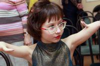 Девочка учится в лицее, играет в семейном кукольном театре, любит кино, занимается музыкой
