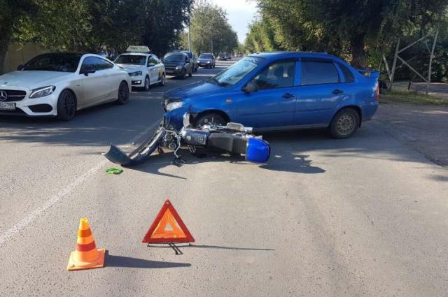 Мотоцикл получил значительные механические повреждения.