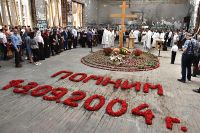 Литургия в бывшем спортзале бесланской школы №1 по жертвам теракта 1-3 сентября 2004 года.
