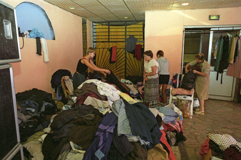 Штаб помощи пострадавшим во время взрыва в жилом доме на улице Гурьянова в Москве, где распределяют вещи, продукты питания, жилье.