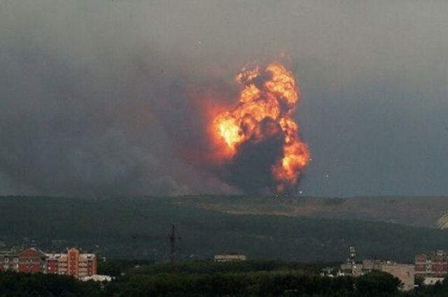 Взрывы боеприпасов впервые прогремели еще месяц назад.