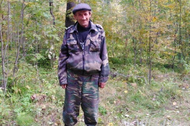 Пропавшего мужчину сутки искали в лесу в Омской области