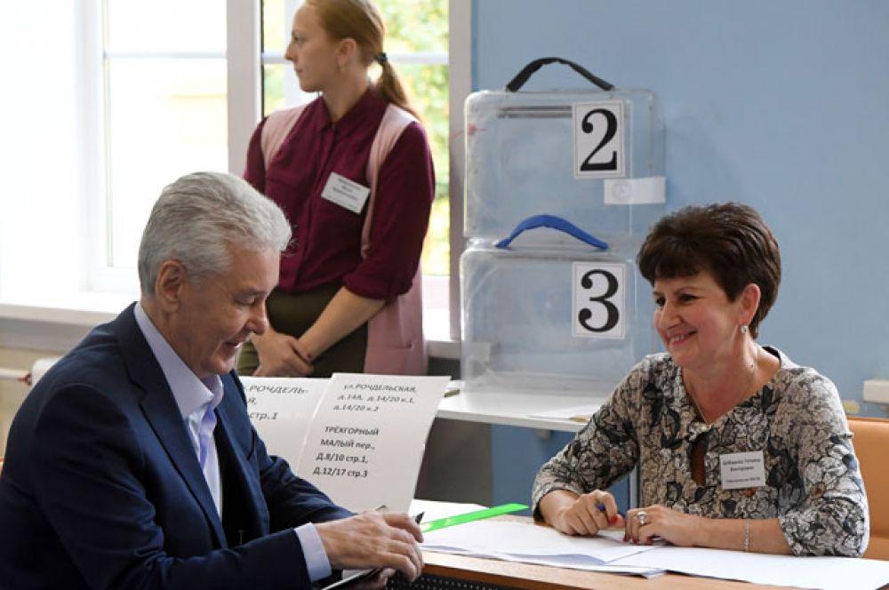 Мэр Москвы Сергей Собянин голосует на выборах в Московскую городскую Думу на избирательном участке № 90.