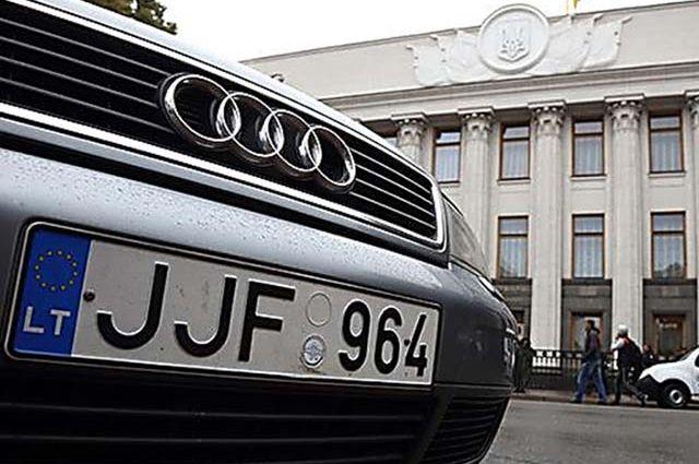 Авто на еврономерах: в ГФС назвали количество оштрафованных владельцев