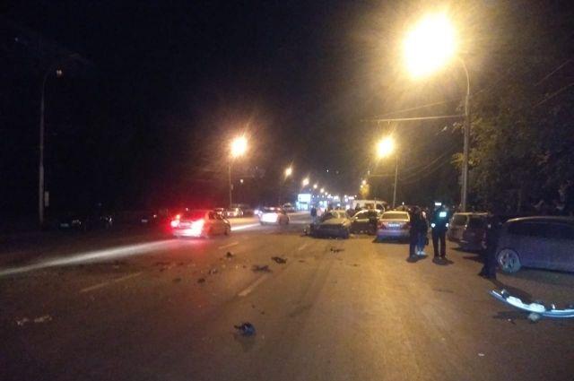 В результате ДТП водитель одного из трех автомобилей получил травмы, несовместимые с жизнью.