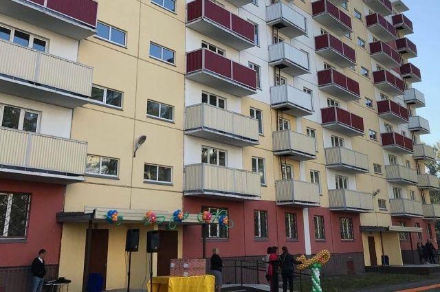 Ключи от новых квартир получили жильцы дома по улице Клименко.