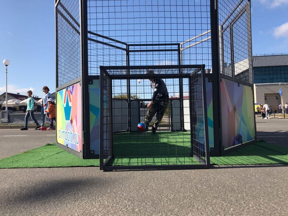 Площадки к празднику подготовило Управление Физкультуры и Спорта.