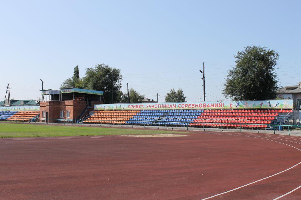 На реконструированном за 15 млн рублей стадионе «Локомотив» в селе Кулунда в этом году прошла Олимпиада сельских спортсменов