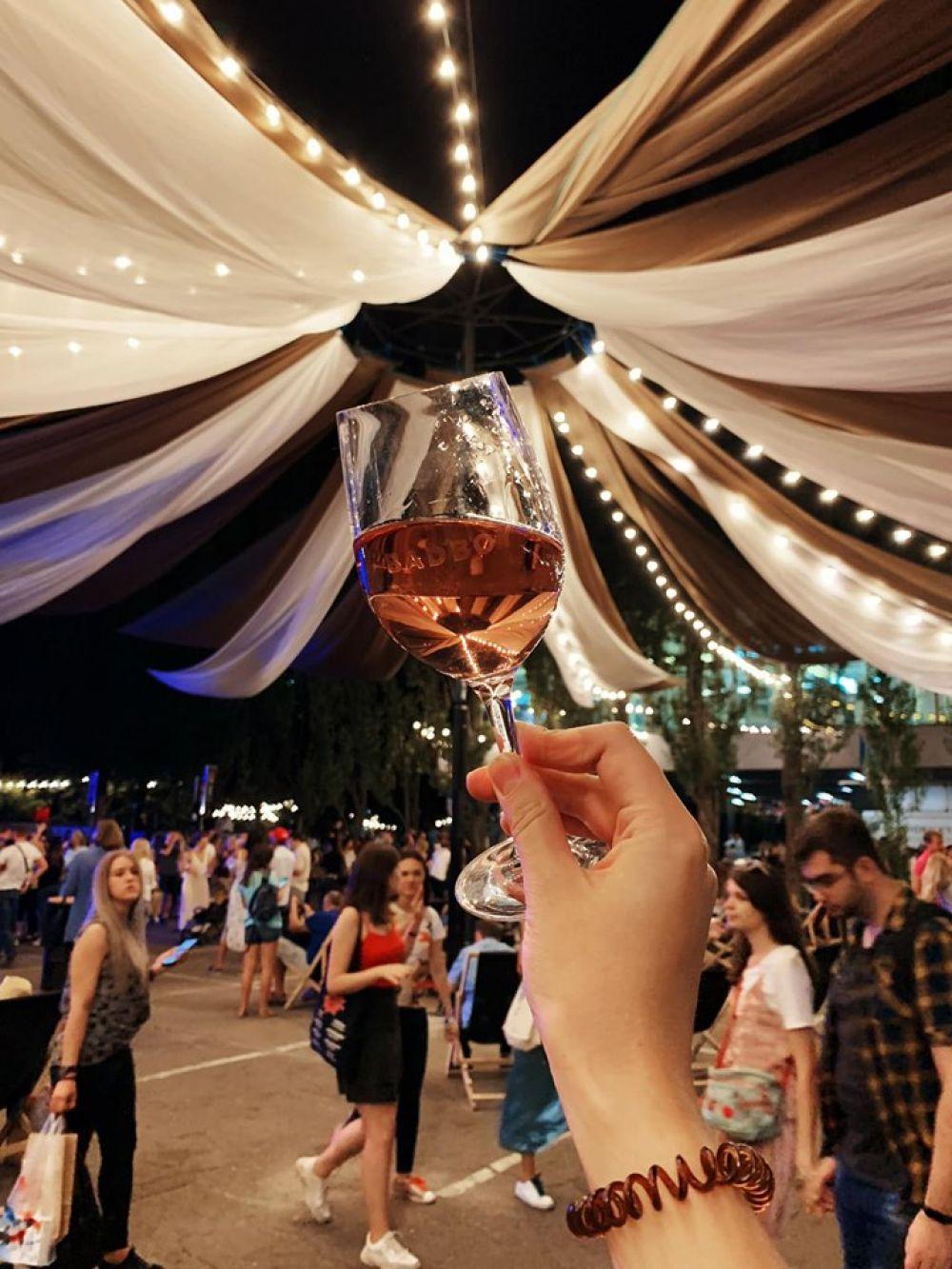 Кроме того, на фестивале пива все желающие могли попробовать различные сорта пива и узнать больше об истории этого напитка.