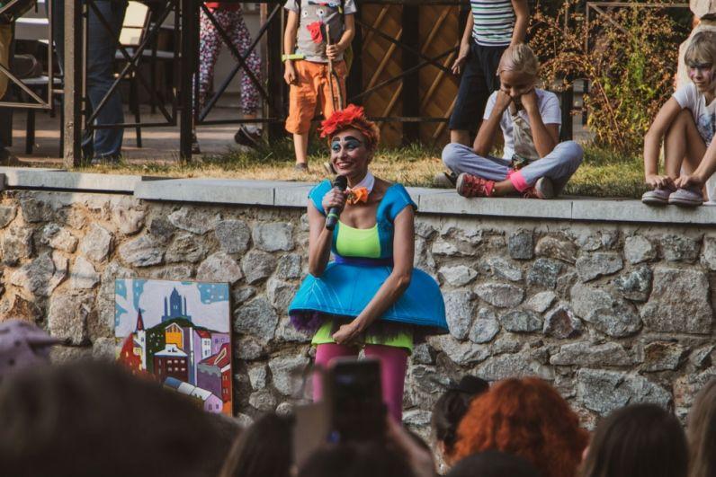 В субботу и воскресенье, 7 и 8 киевляне и гости столицы отмечали день рождения Андреевского спуска. Всех гостей мероприятия ждали тетрализованные представления, выступления разных артистов и другие мероприятия.