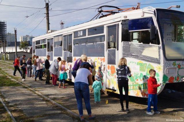 В оформлении вагона участвовали около 50 ребят.